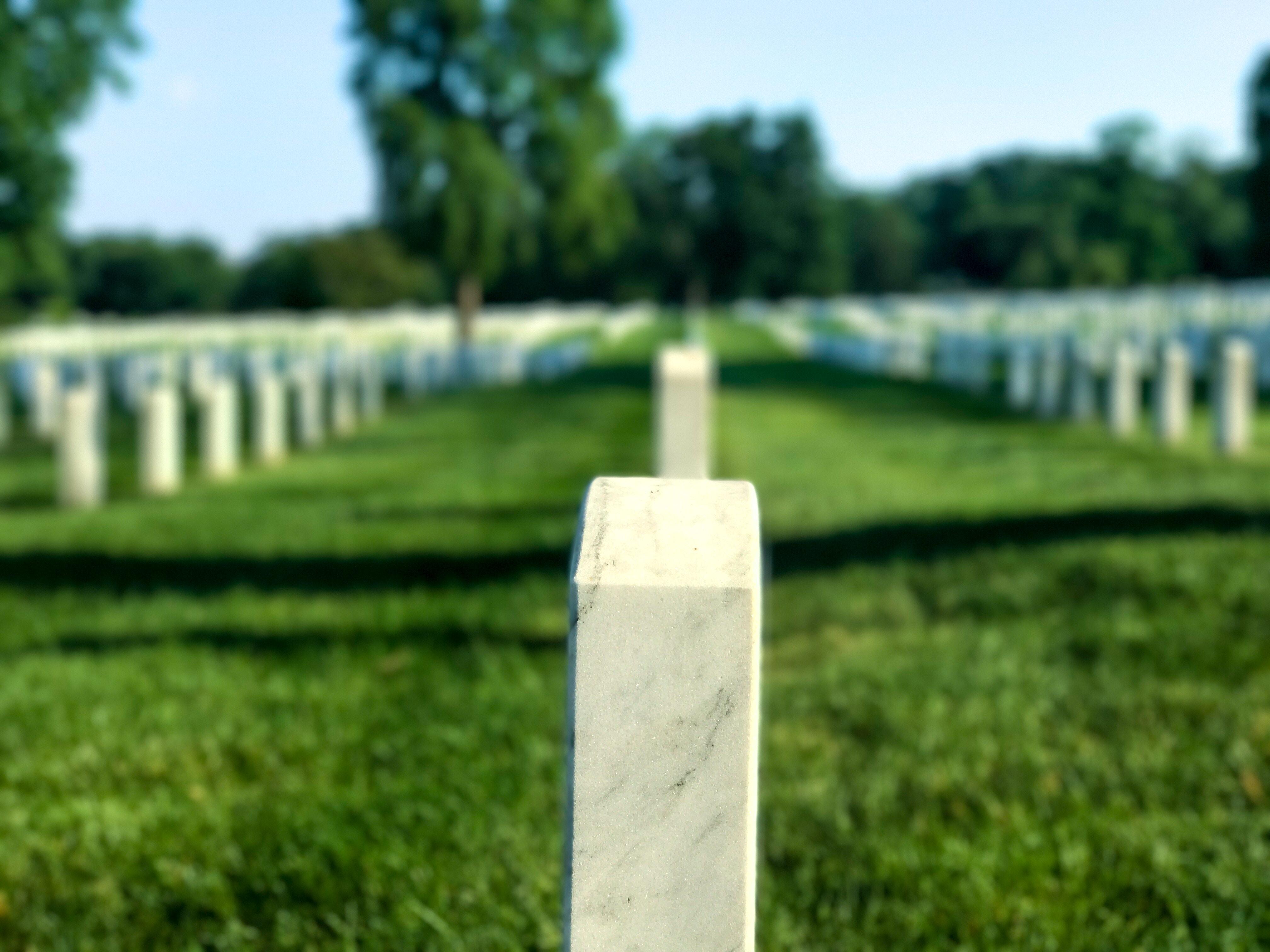 Måste man alltid göra en bouppteckning? Vanliga frågor om begravningar – Grindstolpen reder ut